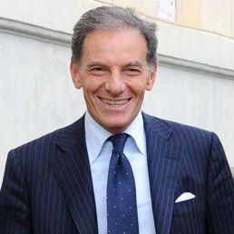 Se fai l'imprenditore a Napoli, dove spesso ciò che è provvisorio diventa esempio e stile di vita, dire le cose chiaramente è un atto meritorio: così avviene per Gianni Lettieri,