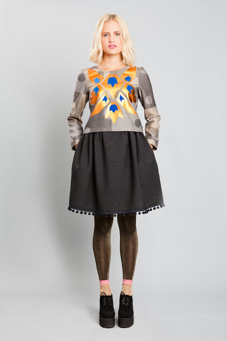 SHARP SHIRT GREY +BRONZE / POMPOM SKIRT