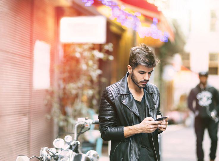 """Erinnern Sie sich noch? In den jungen Jahren des Internets musste man sich entscheiden, ob man online sein wollte oder telefonisch erreichbar. Beides gleichzeitig ging nicht. Und zielloses """"herumsurfen"""" war schon fast Luxus, denn abgerechnet wurde meist im Minutentakt – da hat man, nachdem die E-Mails heruntergeladen waren, die Verbindung dann lieber gleich wieder getrennt."""