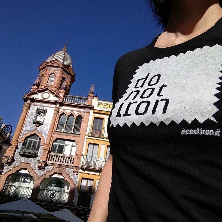 20° a Siviglia il 9 dicembre! Per fortuna che c'è DO NOT IRON #donotiron #tshirt #uniquepiece #easytravel