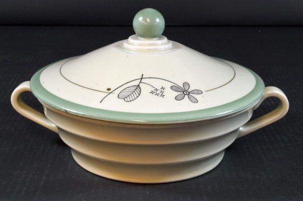 Tureen with lid from Porsgrund Porselen, Norway. Design by Nora Gulbrandsen