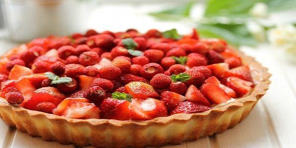 Очень вкусный клубничный пирог тарт порадует вас не только своим внешним видом, но и прекрасным вкусом