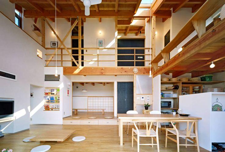 translation missing: jp.style.リビング.modernリビングのデザイン:リビングの吹き抜け空間をご紹介。こちらでお気に入りのリビングデザインを見つけて、自分だけの素敵な家を完成させましょう。