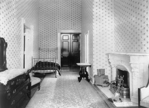The Teddy Roosevelt White house. Family Kitchen as bedroom ... White House 1920s
