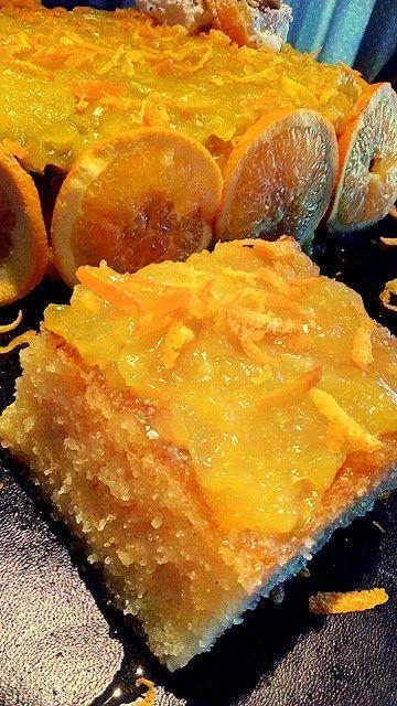 Κοινοποιήστε στο Facebook Υλικά 1 σακουλάκι χόνδρο σιμιγδάλι 1 φλιτζάνι τσαγιού στυμμένο φυσικό πορτοκάλι 1 φλιτζάνι τσαγιού καλαμποκέλαιο 6 αυγά 1 βανίλια 1 μπέικινπάουντερ 1 φλιτζάνι τσαγιού ζάχαρη ξύσμα πορτοκάλι Εκτέλεση Χτυπάμε τα αυγά με την ζάχαρη για10 λεπτά. Ρίχνουμε...