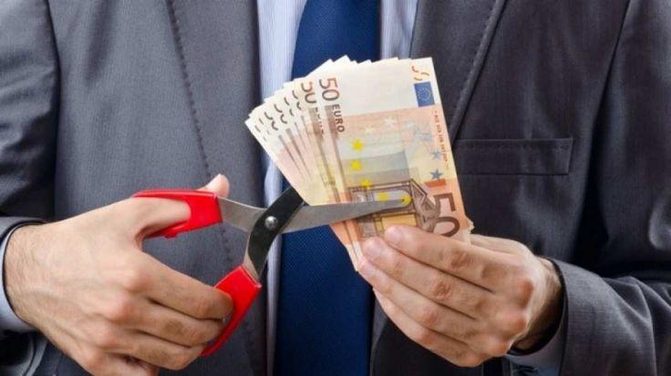 Μειώσεις μισθών εως 30% στο Δημόσιο και στους Ιδιωτικούς υπαλλήλους από τις νέες απαιτήσεις της τρόικας – Ζητούν κατώτατο μισθό στα 586 ευρώ και κατάργηση όλων των επιδομάτων από την 1η Ιανουαρίου 2017