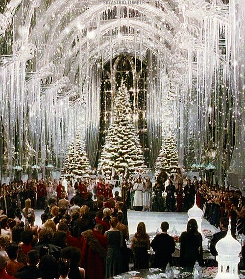 I normally wouldn't post anything Harry Potter, even though I love the movies & watched them w/my kids... I love this photo... w/the tree - it's so pretty.Proof that #Christmas at #Hogwarts is the best!