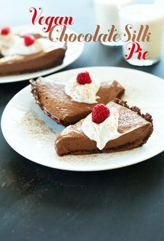 Vegan Chocolate Silk Pie! 6 Ingredients, No Baking required and SO silky, chocolatey and delicious