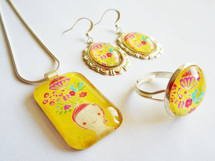 Graphic- jewelry by Schalleszter. http://caleidostore.com/designers/schall-eszter/