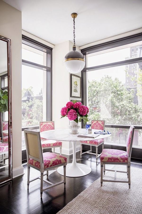 Absolutely friggin' charming hot pink and white breakfast nook by Nick Olsen. Love the grounding effect of the black window casements, and I know this is not exactly reinventing the wheel, but I do adore French style upholstered chairs contrasting against a sleek marble-topped Saarinen table.
