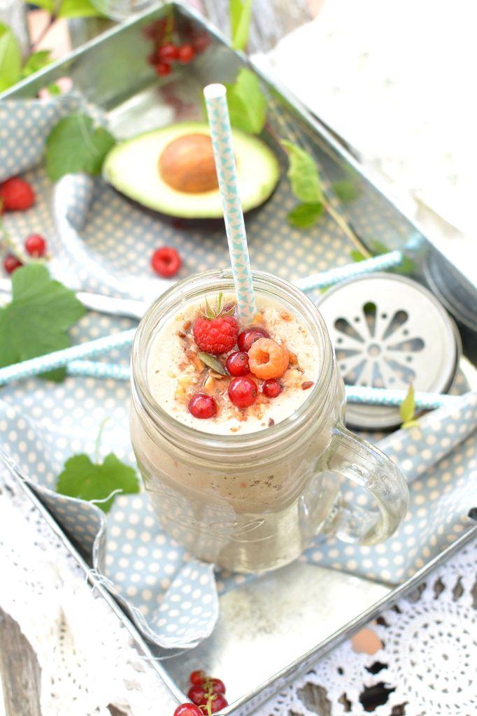 Smoothie coco, amande et fruits rouges