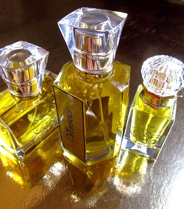 100% Natural Perfumes Made in Italy - Scents of the Soul - Venezia Giardini Segreti - Italian series. Niche perfumes made with the finest all natural aromatic materials. Natural Perfume shop, custom perfumes.