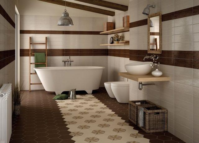 salle-bains-moderne-carrelage-blanc-marron-baignoire-îlot-blanche-vasque-ronde-paniers-accents-bois