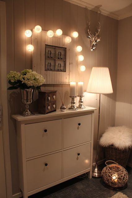Beautiful entryway display. Simple, soft and elegant.