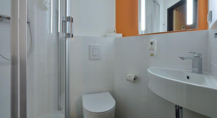 Badezimmer im B&B Hotel Freiburg-Nord