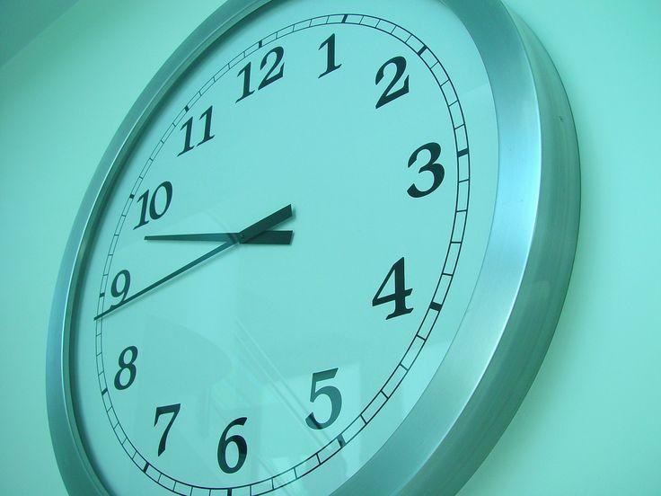 Ещё одно из правил, которому часто следуют люди, вместо того, чтобы слушать сигналы своего тела - это питание по часам, т.е. ориентация на внешние сигналы. Помните, что ваши личные ритмы не обязаны совпадать с общественным расписанием.  http://legkokstroinosti.ru