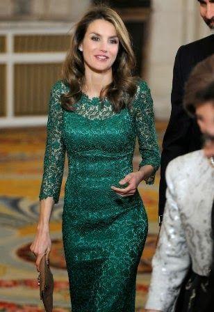 Fashion Assistance: Dña. Letizia y su extensa colección de vestidos de encaje http://www.fashionassistance.net/2013/10/dna-letizia-y-su-extensa-coleccion-de.html
