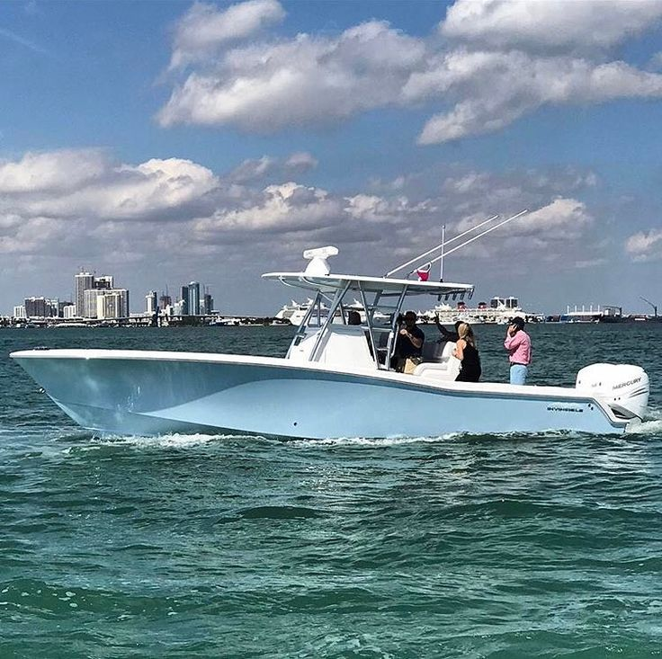33' Invincible center console