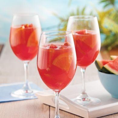Sangria rosée au melon d'eau - Recettes - Cuisine et nutrition - Pratico Pratique