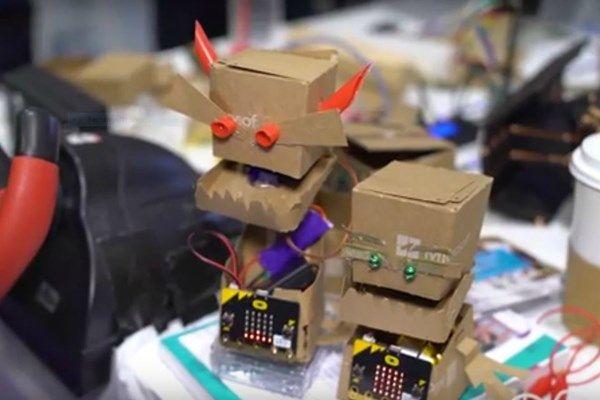 Genom att bygga robotar ska barn lära sig om datorer, elektronik, ingenjörskap och programmering. Bakom konceptet ligger Peli de Halleux, utvecklare på Microsoft Research, och hans team.