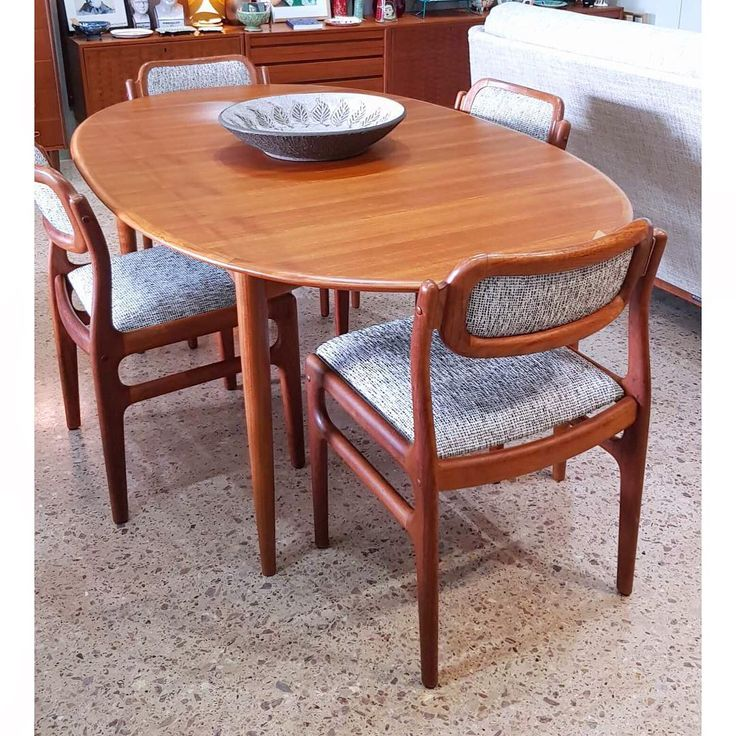Mix and match. A fixed oval Parker (Australia) mid-century ...