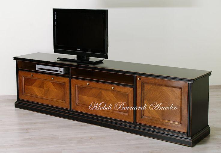 Mobile porta Tv in legno massello laccato nero anticato e noce nazionale. Lacquered tv stand with walnut drawers and door.