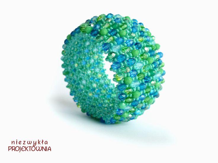 Green Sea: #Caprice #bracelet made with Fire Polish crystals and #toho beads, #turqoise #blue #green #sea https://www.facebook.com/NiezwyklaProjektownia/photos/ms.c.eJyzNDI1MjY2NjExtDA1NjTQswTxzYyMQHwDIyMAZA0GOQ~-~-.bps.a.674657209242926.1073741834.633702773338370/925233344185310/?type=1&theater
