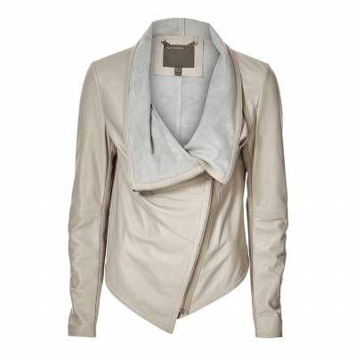 Short cream leather jacket – Modern fashion jacket photo blog