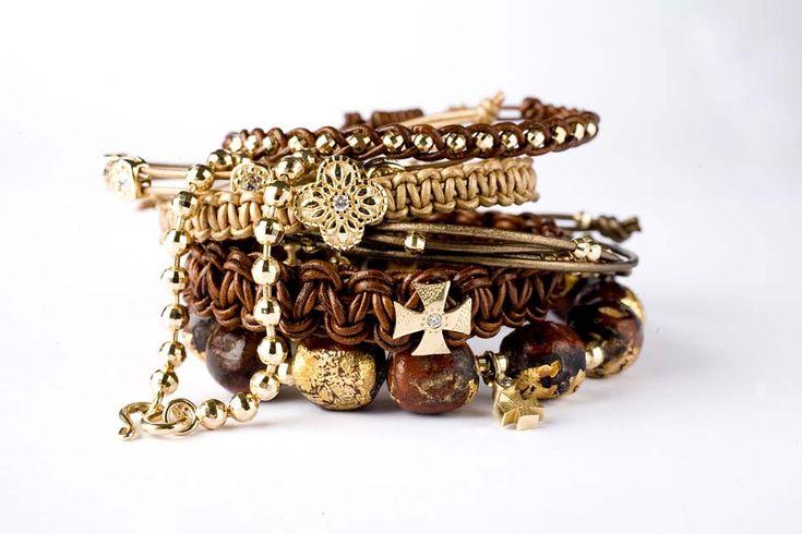 Smykker som I vil mene passer til mig. Helt uden nikkel.  fx lange enkle halskæder, ringe ca str s, armbånde eller øreringe