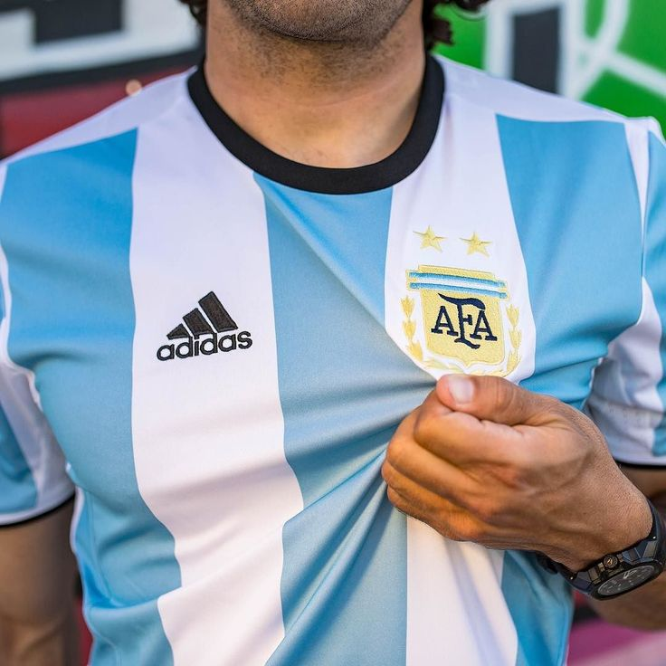 Doing #12DaysOfDeals right. Get an additional 20% off all sale items (including the Argentina 🇦🇷home jersey). Hit the link in the bio + use code DAY8DEAL to save. 📷: @shousherphotography. -- #soccerdotcom #sale #holiday #argentina #messi #Soccer