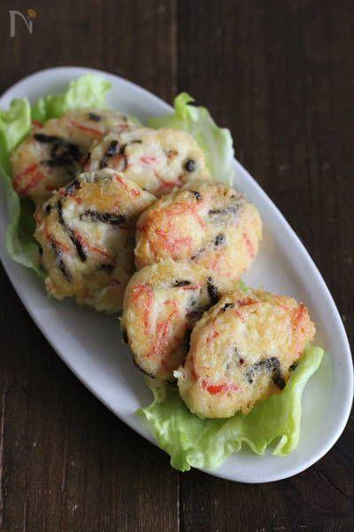 ふわトロ♪かにかまと塩昆布の豆腐落とし焼き by 小澤 朋子 / サラダスティックの旨みや赤色を生かした、豆腐がメインの簡単美味しい落とし焼きです。お弁当やおつまみにパパッとひと品いかがでしょう? / Nadia