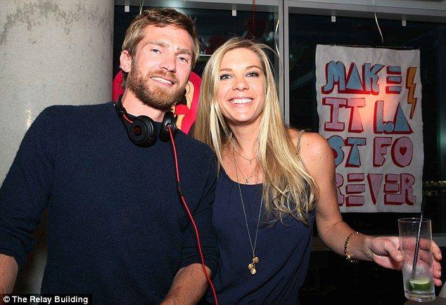 Челси Дэви, 29, (на фото вечеринок с DJ Якоби Анструтер-Гоф-Calthorpe, сводный брат еще од...