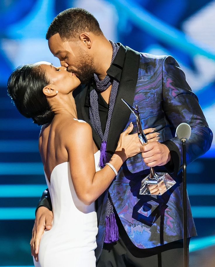 Will Smith and Jada Pinkett Smith kissing at an event