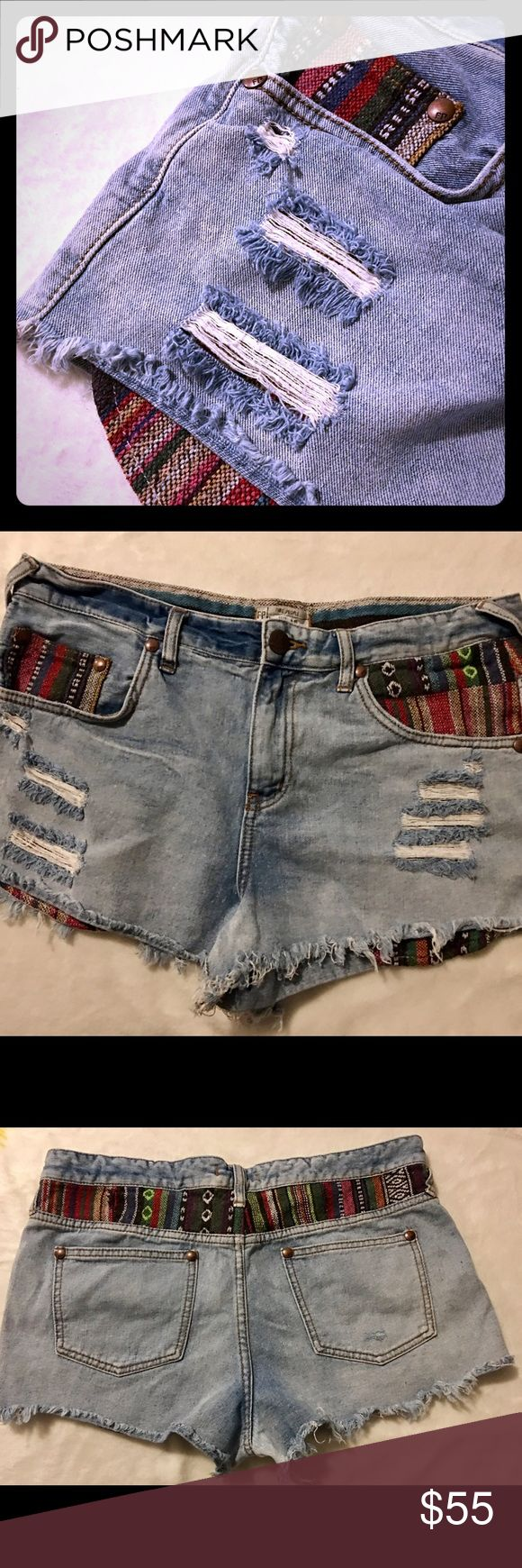 🍇FREE PEOPLE AZTEC PRINT SHORTS SZ 31🍇 aMaZiNg Free People shorts in a size 31 in awesome condition! These are a must have for this summer. A guaranteed favorite. Make an offer on a bundle for a discount! Questions, ask away. Thanks.:) *Discounted price firm:) Free People Shorts Jean Shorts