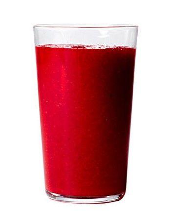 Frullato alla barbabietola    1 piccola barbabietola rossa già lessata  2 cucchiaini di zenzero fresco tritato  2 cucchiai di succo di limone  2 bicchieri d'acqua  1 pera matura  1 mela matura  1 carota