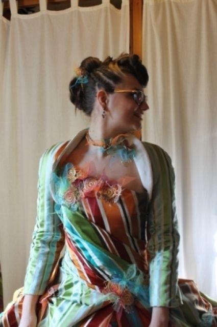 Robe de mariée de créatrice colorée et originale