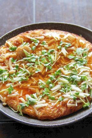 楽天が運営する楽天レシピ。ユーザーさんが投稿した「あまった素麺でも作れます『固焼きそうめん』」のレシピページです。素麺のアレンジレシピです。固焼きそば風です。残りの素麺でも大丈夫です。。そうめん。そうめん,卵,ヤマキめんつゆ,塩,油,----- あんかけ -----,ヤマキめんつゆ,水,えのき,水溶き片栗粉
