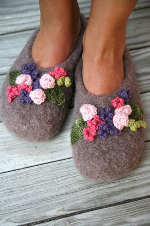 NobleKnits Yarn Shop - Dolce Handknits Mabel Felted Slippers Knitting Patterns 1009,