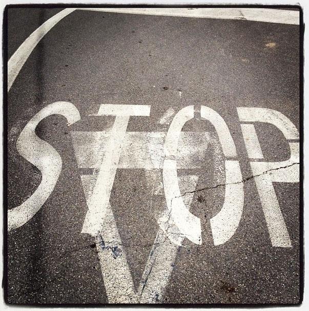 Precedenza allo stop o stop alla precedenza? EQUIVOCABILI SEGNALI DI CAMBIAMENTO donatonatuzzi #cambia_RE #IgersReggioEmilia FOTOGRAFIAEUROPEA