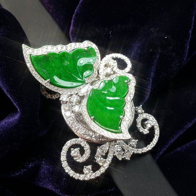 Butterfly secret garden. When it flies away, the secret will reveal. Jadeite butterfly secret watch, in 18k white gold, diamond and Swiss movement. See the real piece at J-ART, shop 101, Melbourne Plaza, 33 Queen's Road Central, Hong Kong #anitasofinejewellery #watches #timepiece #luxury #luxurywatch #diamonddial #diamond #butterfly #jadeite #secretwatch #secret #finejewellery #highjewellery #highjewellerywatch #jewelry #hautehorlogerie #hautejoaillerie #luxury