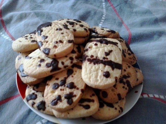 Vanilkové sušenky pocákané čokoládou