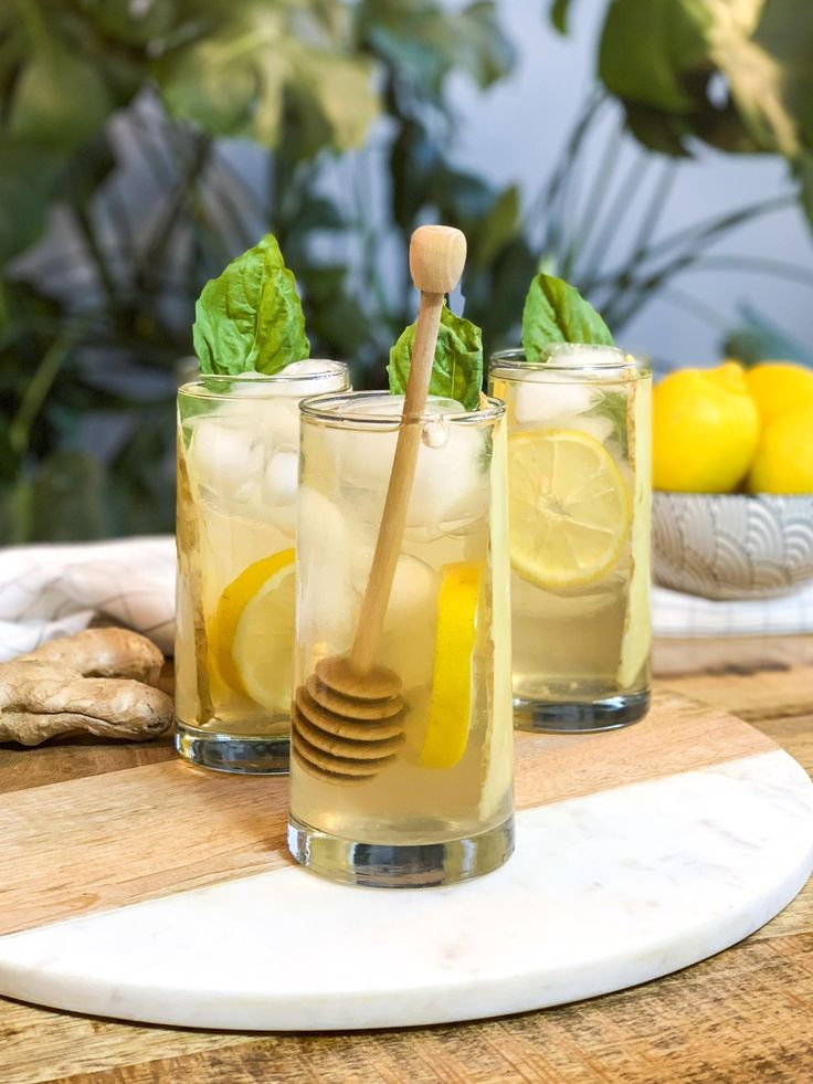 Ginger Ginseng Iced Tea, perfect for a winter detox. A natural cleanse for your liver, you've likely got everything to make this tea already in your fridge and pantry. Perfect for January when your'e trying to be healthier. Ginseng Tea, Yummy Drinks, Healthy Drinks, Healthy Recipes, Best Teas For Health, Best Matcha Tea, Iced Tea Cocktails, Drink