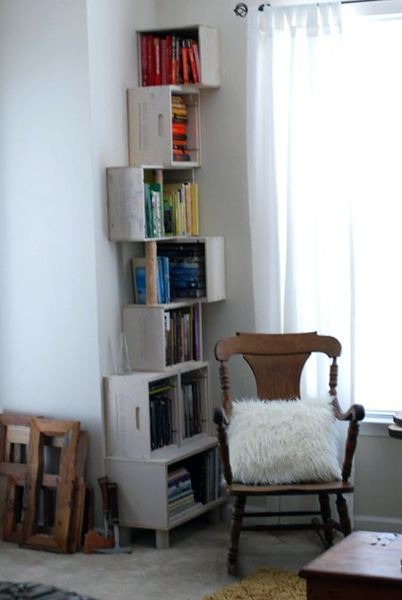 A clever bookshelf for the narrow corner.