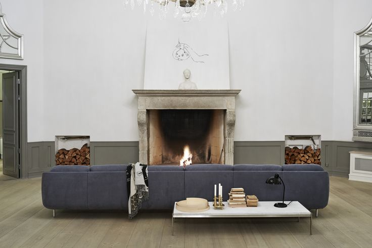 Lune™ beautiful from the front as well as from behind. Here shown in a 6-seater in the colour Indigo