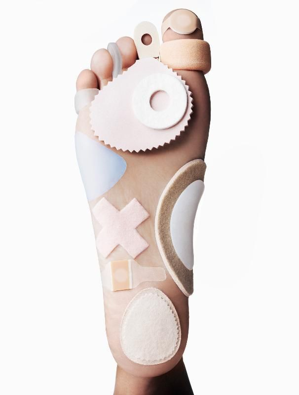 With the world's largest marathon, the TCS New York City Marathon, happening on Yahoo Beauty's front steps this Sunday, we've consulted the foot care experts — a podologist (a medical pedicure expert) a physical therapist, a personal trainer, a podiatrist, and a nail salon owner.  Before the Marathon