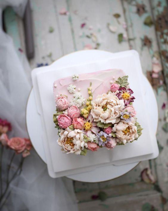 Unglaublich schöne und zarte handgefertigte Blumen in Zuckerguss. Würde spec aussehen … –  …