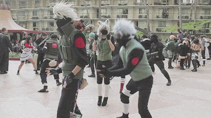I'm laughing so hard I'm crying o my gawd there's an aot cosplayer in the backround. And there's Kurenai