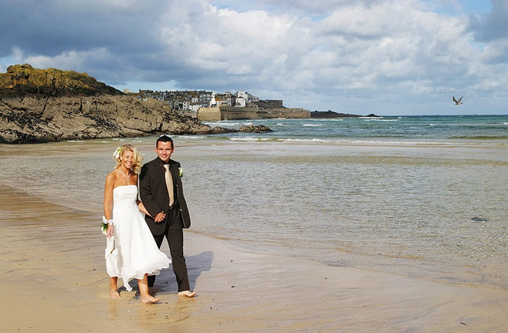 The Harbour Hotel St Ives Cornwall  is a wedding venue that overlooks Porthminster beach. For photographers it is a perfect location for wedding photography; gorgeous sea view backdrops for photographs. #photographerscornwall