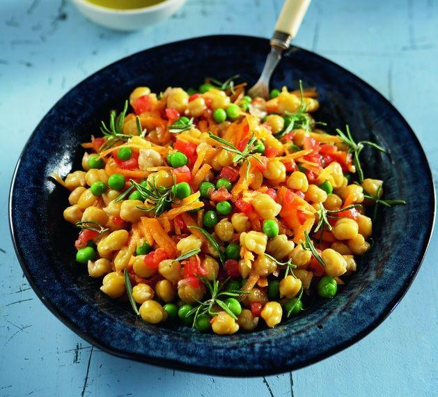 Ζεστά ρεβίθια με ψιλοκομμένη ντομάτα και καρότο. http://www.peoplegreece.com/article/zesta-revithia-psilokommeni-ntomata-ke-karoto/