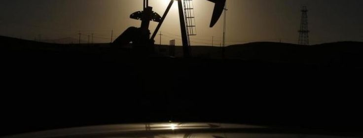 Precio del petróleo desciende más de 10% La cesta de referencia de la Organización de Países Exportadores de Petróleo (OPEP) cerró la jornada  en 49,81 dólares por barril, lo que representa un descenso  de 1,01 dólares en comparación con los 50,82 que registró el jueves, informó la secretaría del grupo en su portal web.  http://wp.me/p6HjOv-3nx ConstruyenPais.com